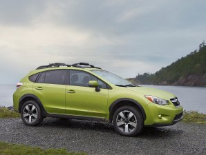  Subaru lanza en Japn su primer hbrido