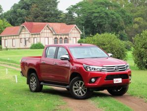 TEST DRIVE: Toyota Hilux SRX 4x4 AT