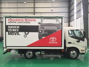 Toyota: taller móvil Hino