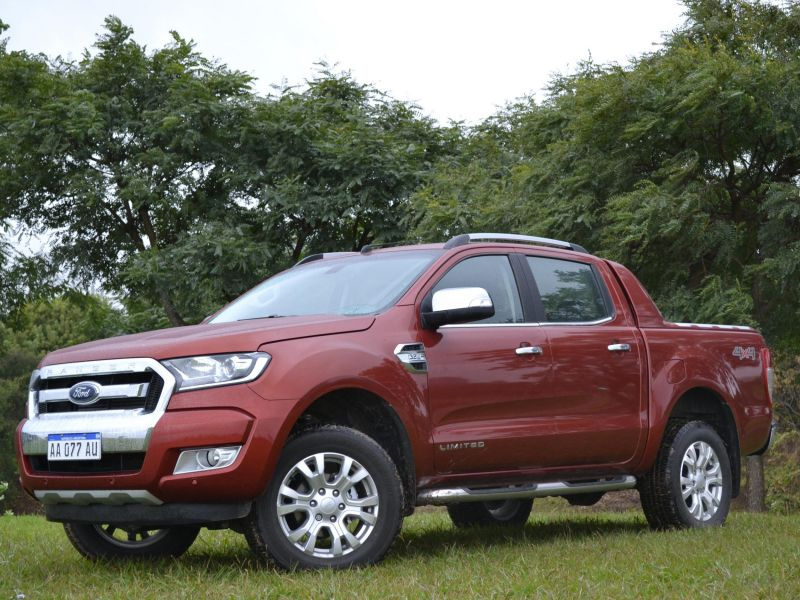 Ford Ranger Limited 4x4 MT: video test
