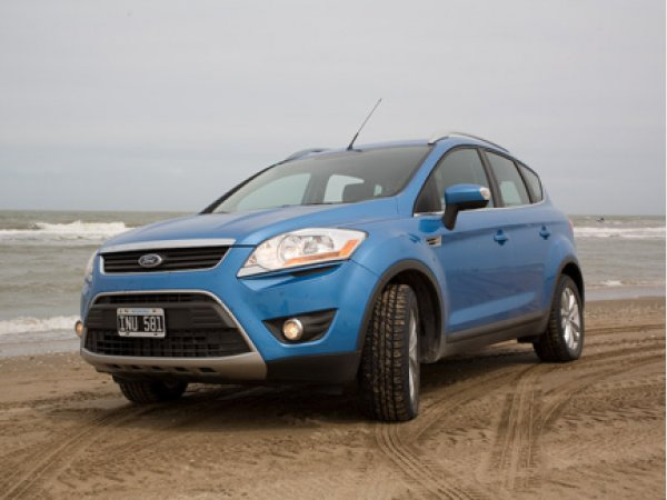 test drive ford kuga 2 5t a t 4x4 l titanium cars. Black Bedroom Furniture Sets. Home Design Ideas